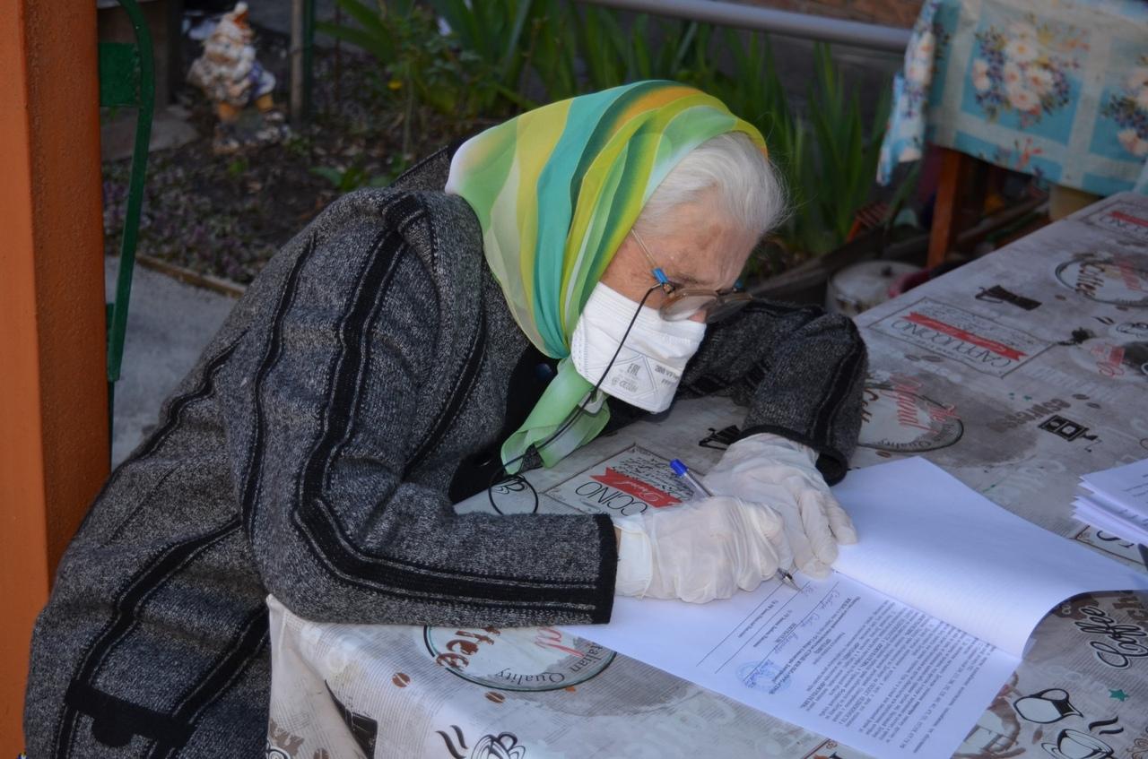 Ветераны ВОВ получили квартиру в Таганроге ко Дню Победы