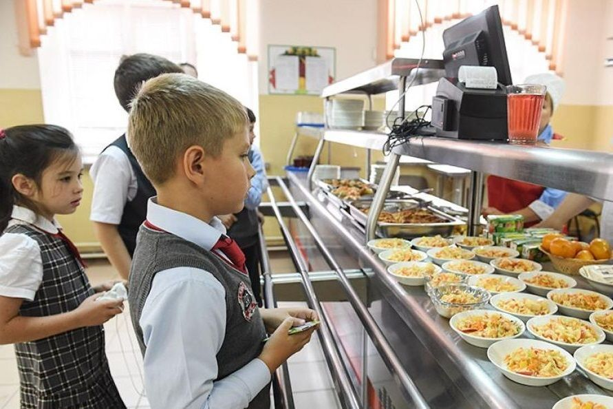 100% младших донских школьников будут обеспечены бесплатным горячим питанием