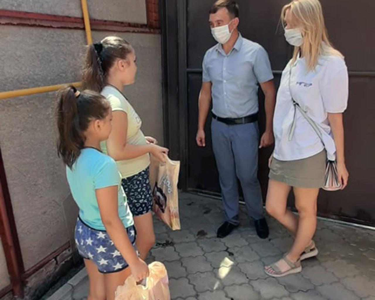 В Таганроге продолжается акция «Помоги пойти учиться» для семей, оказавшихся в трудной жизненной ситуации