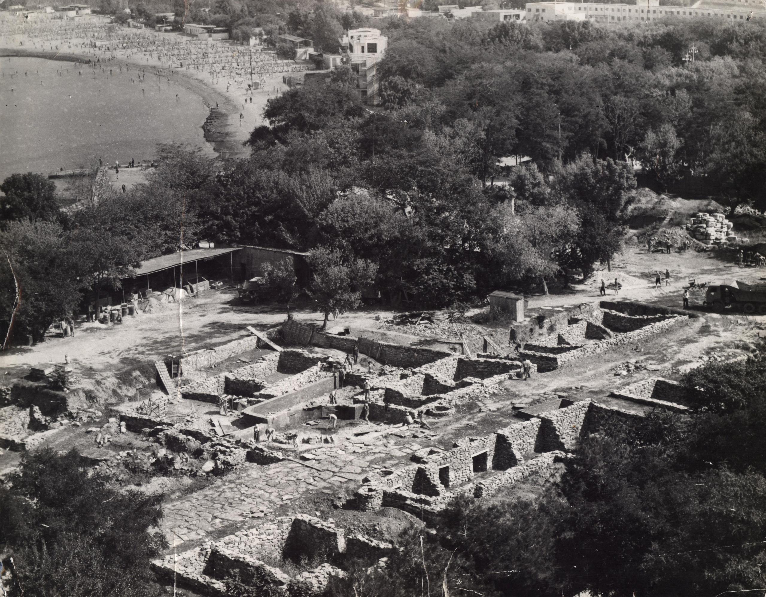 Раскоп на территории археологического заповедника, изображение №3