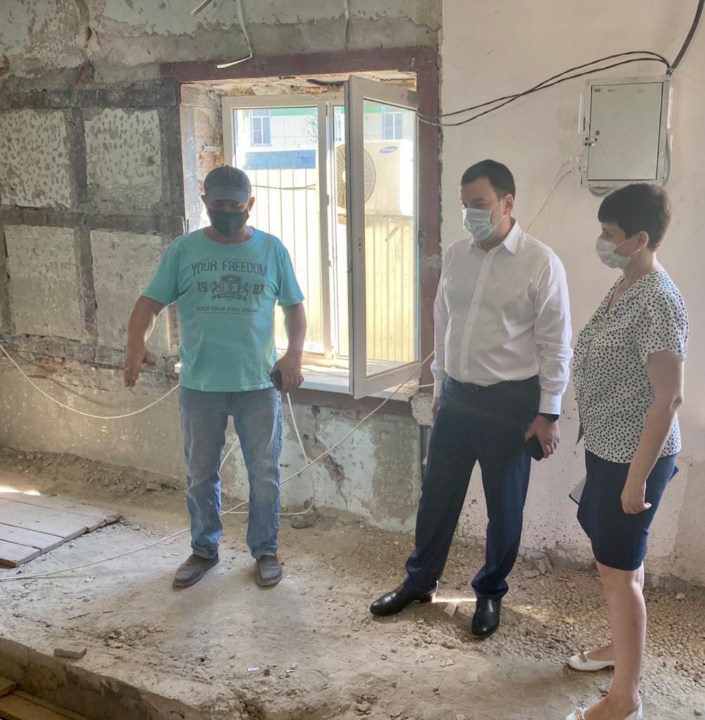 Андрей Лисицкий проверил, как ведется капремонт здания МБУЗ «Родильный дом»